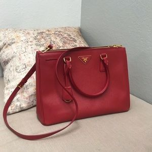 Prada Saffiano Lux medium Double-Zip Tote Bag